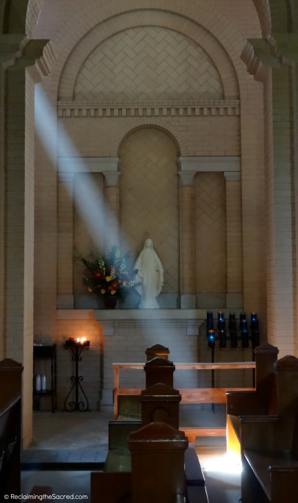 A side chapel dedicated to Mary saves a ray of light for any prayerful penitent that should come its way.